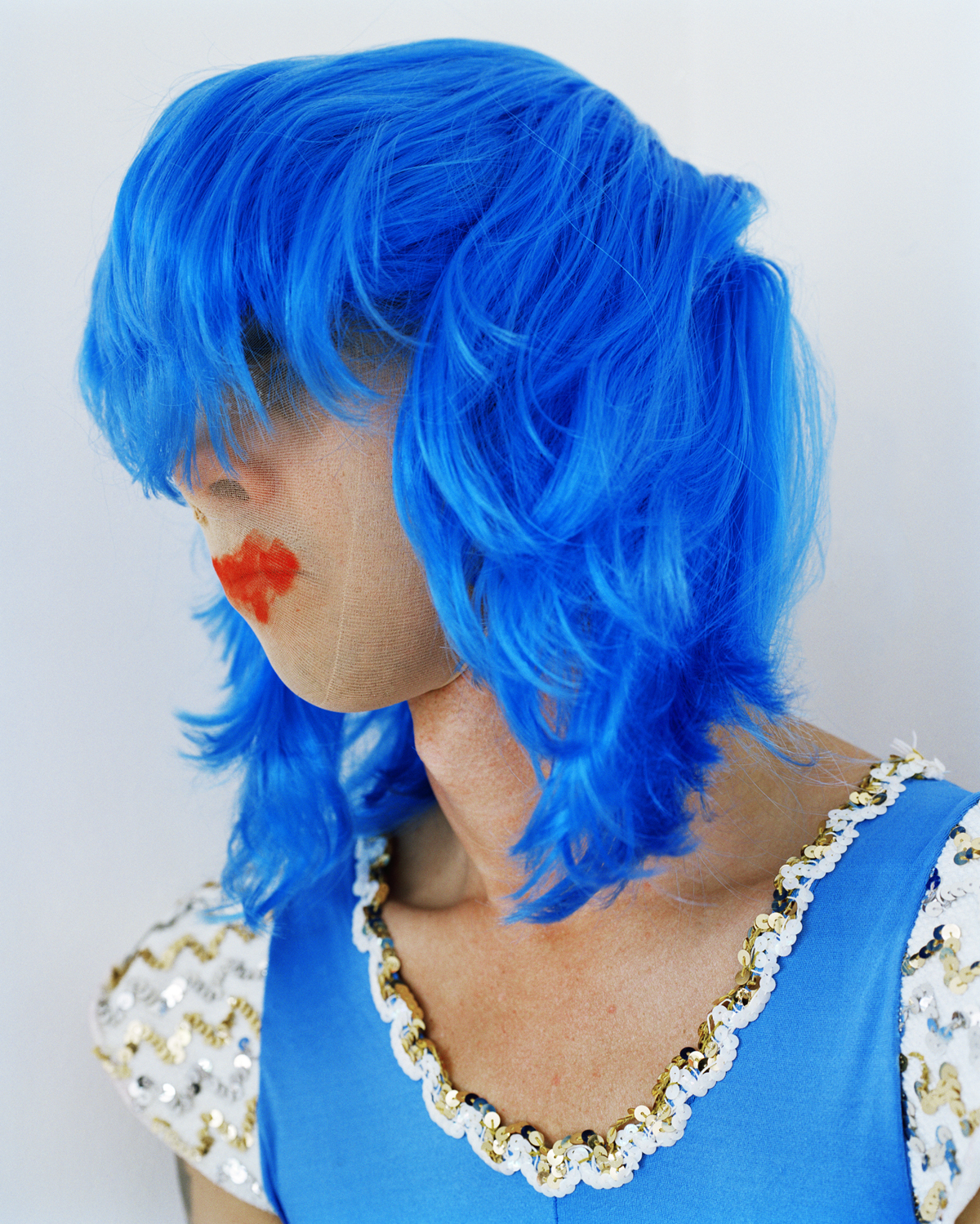 Polly Borland, Untitled (Nick Cave in blue wig)